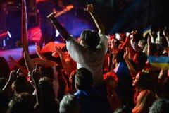 在Okean Elzy音乐会的爱好者  免版税图库摄影
