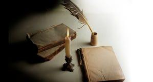 在ol的墨水池、灼烧的蜡烛和夫妇的胆怯 库存图片