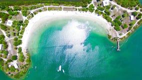 在Oleta河公园的空中海湾视图 免版税库存图片