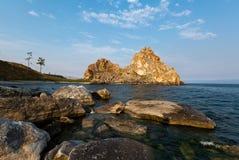 在Olkhon海岛上的僧人岩石贝加尔湖的 免版税库存图片