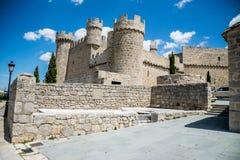 在Olmillos de Sasamon市防御一个教会 库存图片