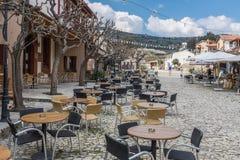 在Omodos,塞浦路斯村庄的咖啡馆  免版税图库摄影