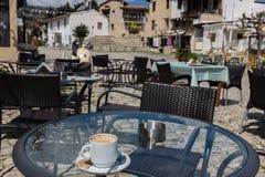 在Omodos,塞浦路斯村庄的咖啡  库存照片
