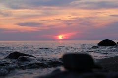 在Onega湖的日落 免版税库存照片