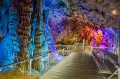 在Oreshets和贝洛格拉奇克,保加利亚附近的Venets洞 免版税库存照片