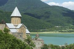 在osse南tskhinvali附近的古老湖修道院 库存照片