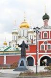 在Ostozhenka街上的构想女修道院在莫斯科 免版税库存照片