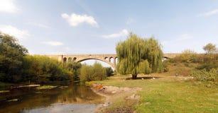 在Ostriv附近的老奥地利铁路高架桥 免版税图库摄影