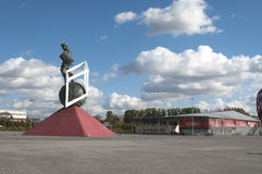 在Otkrytiye竞技场, footbal的Spartak前面的争论者雕塑 库存图片