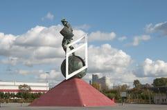 在Otkrytiye竞技场, footbal的Spartak前面的争论者雕塑 免版税库存图片