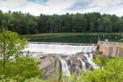 在Ottauquechee河的水坝 图库摄影