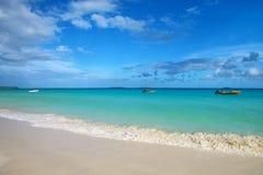 在Ouvea盐水湖、Mouli和Ouvea海岛,洛亚蒂群岛,新喀里多尼亚海岸的Fayaoue海滩  免版税库存照片