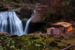 在Ouzoud瀑布附近的巴巴里人村庄在摩洛哥 免版税库存图片