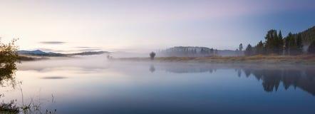 在Oxbow弯的早秋天日出 免版税库存照片