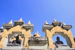 在Pa Kung寺庙的菩萨雕象在Roi和泰国 有凝思的一个地方 免版税库存照片