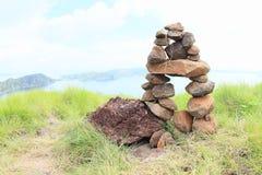 在Padar海岛上的石堆 库存图片
