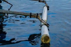 在pahawang海岛附近的传统钓鱼的木小船 班达楠榜 印度尼西亚 飞机背景概念地球例证查出surranded移动的白色 免版税库存照片