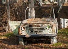在painball领域的汽车 免版税库存图片