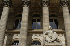 在Palais Brongniart的雕象 图库摄影