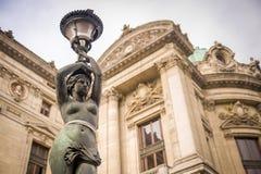 在Palais Garnier,巴黎的雕象 库存图片