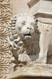 在Palazzo dei Priori,佩鲁贾的大理石狮子雕象 库存照片