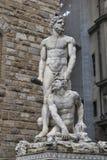 在Palazzo Vecchio,佛罗伦萨前面的赫拉克勒斯和Cacus雕象 免版税库存照片