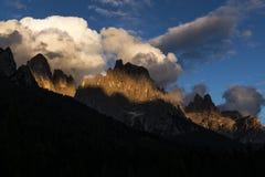 在Pale di StMartino,白云岩的日落 免版税库存照片