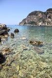 在Paleokastritsa附近的海湾。 Corfu海岛,希腊。 库存照片