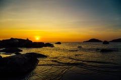 在Palolem海滩,果阿的日落 免版税库存图片