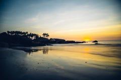 在Palolem海滩,果阿的日落 免版税图库摄影