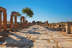 在Pamukkale土耳其的老废墟 免版税库存照片