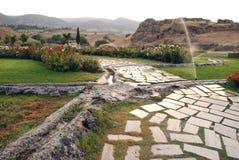 在Pamukkale,土耳其附近的Hierapolis 免版税库存图片