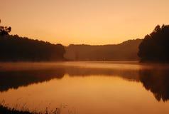 在Pangung湖Maehongsorn的,泰国的日出 库存图片