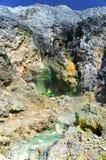 在Pangururan附近的硫磺春天。 免版税图库摄影