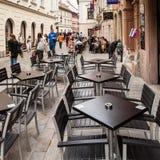在Panska街道的空的酒吧,布拉索夫,斯洛伐克 免版税库存照片