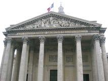 在Panthéon,巴黎上的法国旗子飞行 免版税库存照片