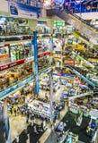 在Pantip广场里面的人商店 库存图片