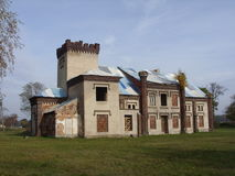 在parc的美丽的豪宅与老门 图库摄影