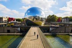 在Parc de la Villette,巴黎,法国的La Geode 免版税图库摄影