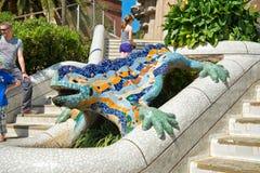 在Parc Guell,巴塞罗那的马赛克蝾 免版税库存照片