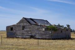 在Parkes,新南威尔斯,澳大利亚附近的老宅基 免版税图库摄影