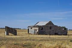 在Parkes,新南威尔斯,澳大利亚附近的老宅基 免版税库存照片