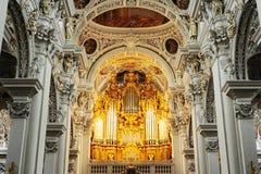 在Passau大教堂的器官 库存图片