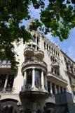 在Passeig de Gracia街道的老结构在巴塞罗那,西班牙 免版税库存照片