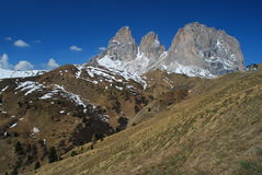 在Passo di Sella的三倍剪山峰,  免版税库存照片