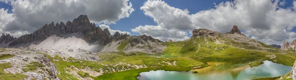 在Paternkofel的山湖边 免版税库存照片