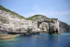 在Paxos海岛上的卡拉迈岩石 库存照片