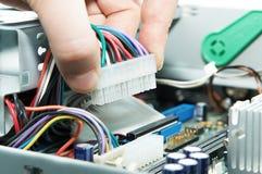 在PCB板材的连接起重器 库存照片