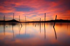 在peacefull湖的美好的日落 库存图片