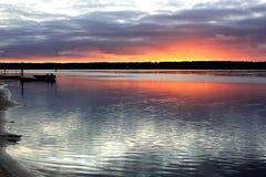 在peacful风景海入口的日出 免版税库存图片